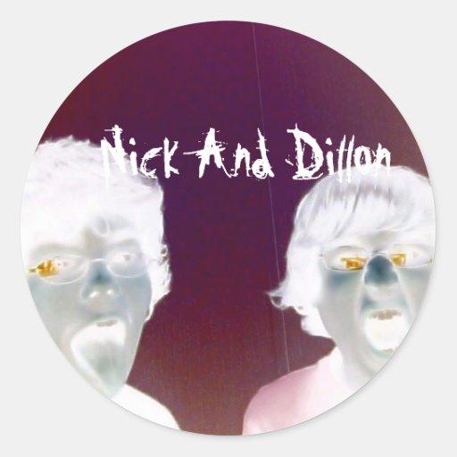 Nick y Dillon lo pegan pegatina del ya 2