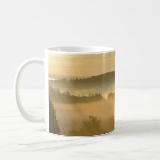 Niebla de la madrugada taza de café