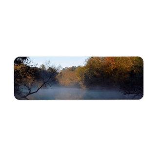 Niebla de la mañana en The Creek Etiquetas De Remite