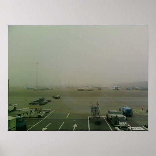 Niebla en el poster del aeropuerto de Amsterdam Sc