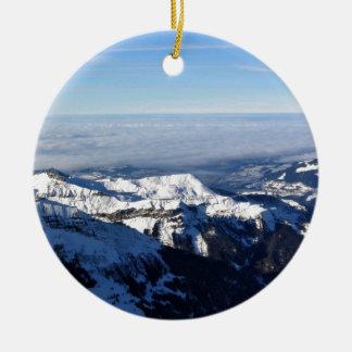 Niebla en montaña nevosa adorno