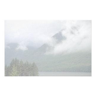 Niebla sobre Loch Ness, Escocia septentrional Papeleria De Diseño