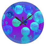 Niebla violeta - luz ciánica y púrpura abstracta reloj