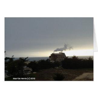 Niebla y humo costeros tarjeta de felicitación
