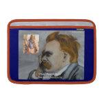 """Nietzsche y Platón """"Platón está agujereando"""" la ci Fundas MacBook"""
