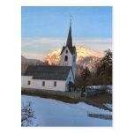Nieve alrededor de la iglesia tarjetas postales