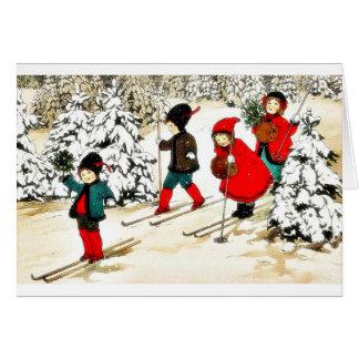 Nieve de cuatro personas slading en la tierra de l felicitación