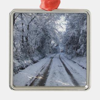 Nieve de la carretera nacional adorno navideño cuadrado de metal