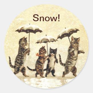 Nieve de los paraguas de los gatos del vintage pegatina redonda