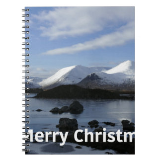 Nieve del navidad en el soporte negro, Escocia Cuaderno
