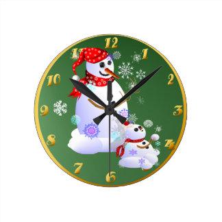 Nieve del papá y del bebé reloj redondo mediano