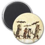Nieve del paraguas de los gatos del vintage imán redondo 5 cm