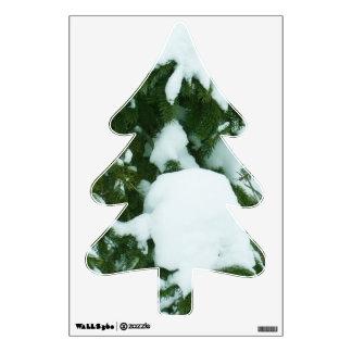Nieve en árbol de abeto