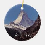Nieve en el ornamento colgante de la montaña de adorno navideño redondo de cerámica