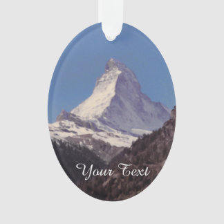 Nieve en el ornamento colgante de la montaña de