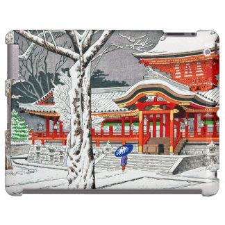 Nieve fresca en la capilla Kyoto del hachiman del
