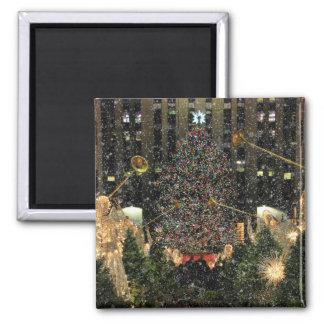 Nieve que cae del árbol de centro de Navidad de Imán Cuadrado
