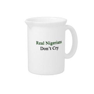 Nigerians real no llora jarra para bebida