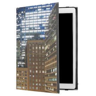 Night view of cityscape of Chicago iPad Pro Case