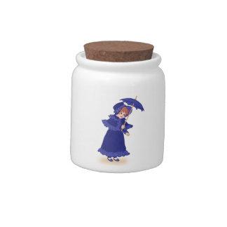 Niña con el tarro del caramelo del paraguas jarra para caramelo