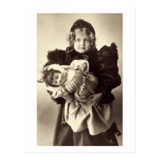 Niña con su muñeca, 1898 postal
