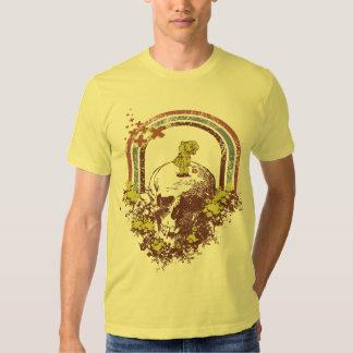 Niña de la flor en las camisetas de la cabeza de poleras