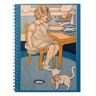 niña de los años 20 y su pequeño gato blanco spiral notebook