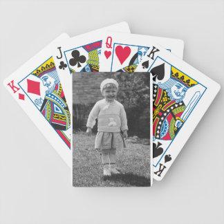 niña de los años 40 vestida para arriba baraja de cartas