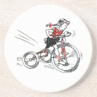 Niña del vintage en el triciclo posavasos manualidades