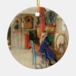 Niña del vintage en la rueda de hilado adorno redondo de cerámica