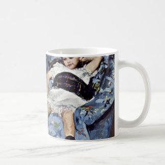 Niña en butaca azul de Cassatt Maria (mejor Taza De Café