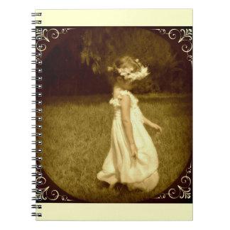 niña en el jardín romantico vintage libros de apuntes