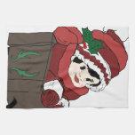niña en rojo y trineo toallas