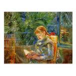 Niña, leyendo por Berthe Morisot Tarjeta Postal