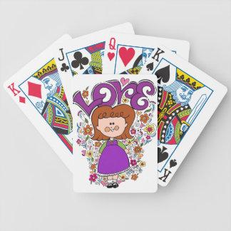 Niña linda barajas de cartas