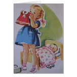 Niña pequeña del vintage y tarjeta de la muñeca