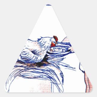 Niña que alimenta un gallo pegatina triangular