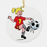 Niña que juega a fútbol