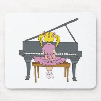 niña que juega el piano alfombrilla de raton