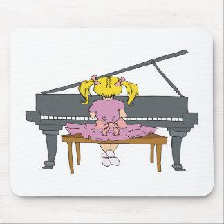 niña que juega el piano alfombrillas de ratones