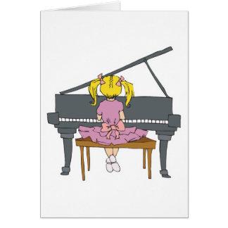 niña que juega el piano tarjeta