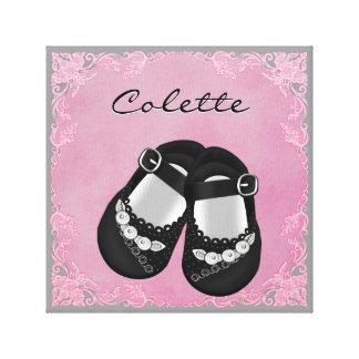 Niña rosada y negra linda de los zapatos de bebé impresión en lona estirada