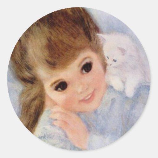 Niña y gatito lindos etiqueta redonda