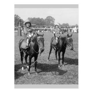Niñas a caballo, 1900s tempranos tarjetas postales