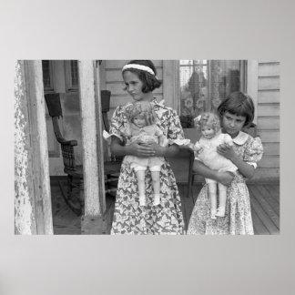 Niñas con las muñecas, los años 30 póster