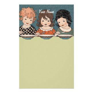 Niñas del vintage que comen a hermanas de la sopa  personalized stationery