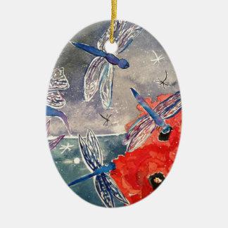 Ninfas y pintura de la acuarela de la libélula adorno navideño ovalado de cerámica
