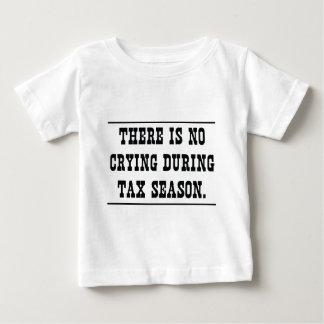 Ningún griterío durante la estación del impuesto playera