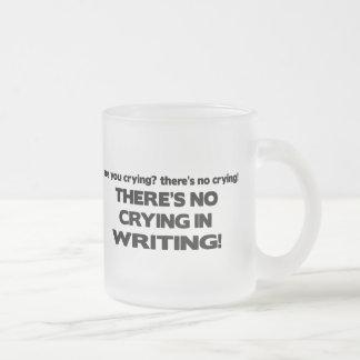 Ningún griterío en la escritura taza de cristal