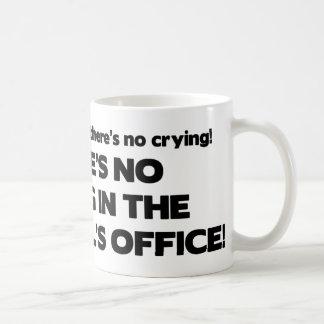 Ningún griterío en la oficina del principal taza básica blanca